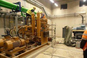 Jätteenpolttolaitoksen hydrauliikkahuone.
